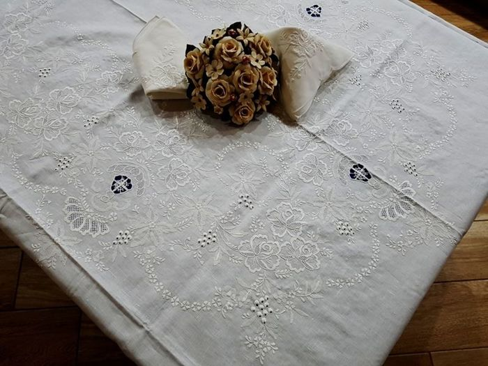 Vero spettacolo!!!  - Tablecloth x12 in linen, completely handmade - Linen