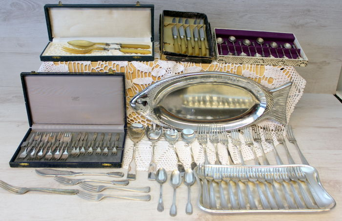 Lot with several silver plated objects
