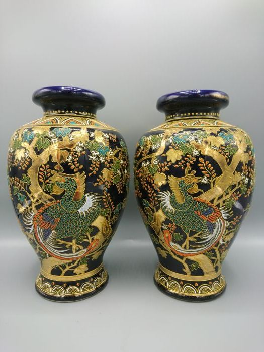 Pair of moriage (raised enamel) Satsuma vases - Marked 'Seizan' 清山 - Japan - Early 20th century