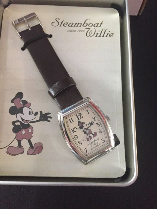 Disney, Walt - Horloge - Mickey Mouse - Steamboat Willie since 1928 - (2004) - N.O.S!