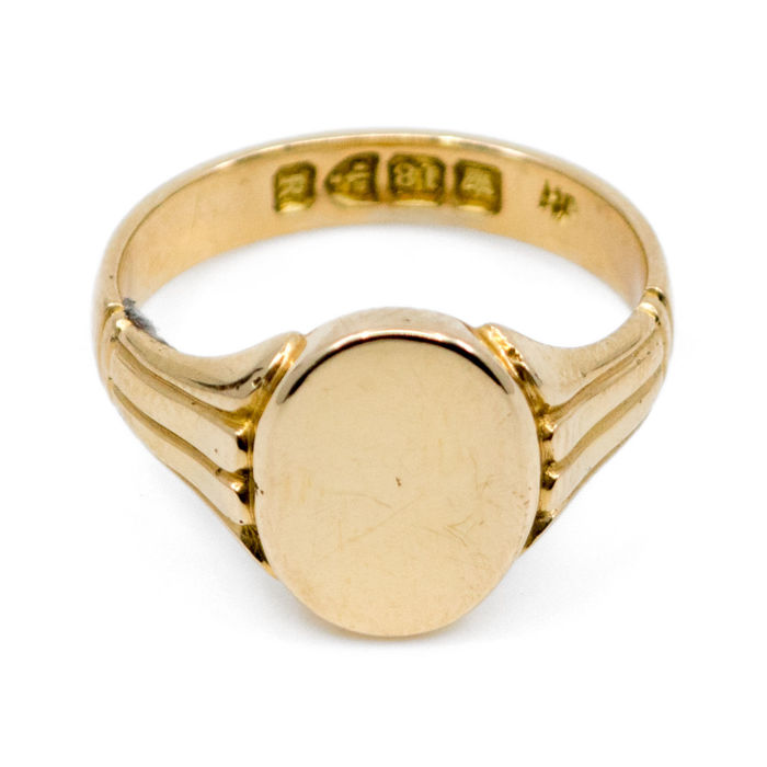 A late Victorian seal 18k gold ring,  (1885-1900).