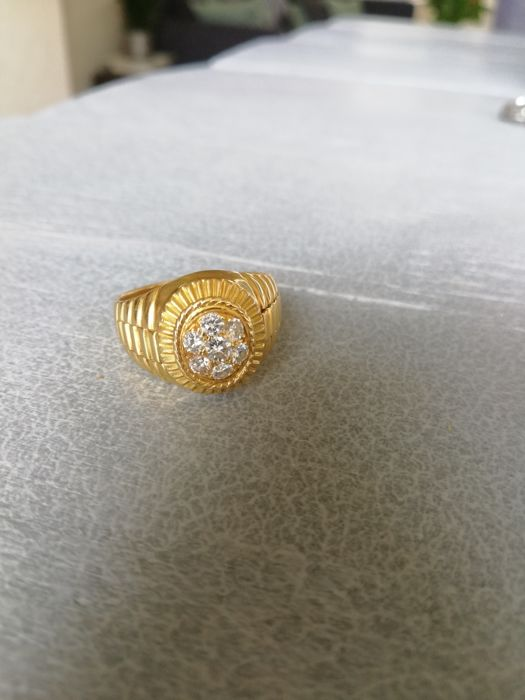 18 kt gold ring in Rolex shape 6 diamonds set around a larger diamond