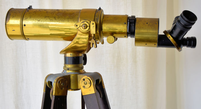 Rare and Prestigious Telescope with 20, 40 and 60 enlargers, with rotating turret of three lenses