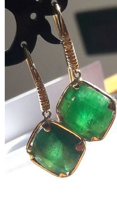Gold earrings with natural emeralds and diamonds