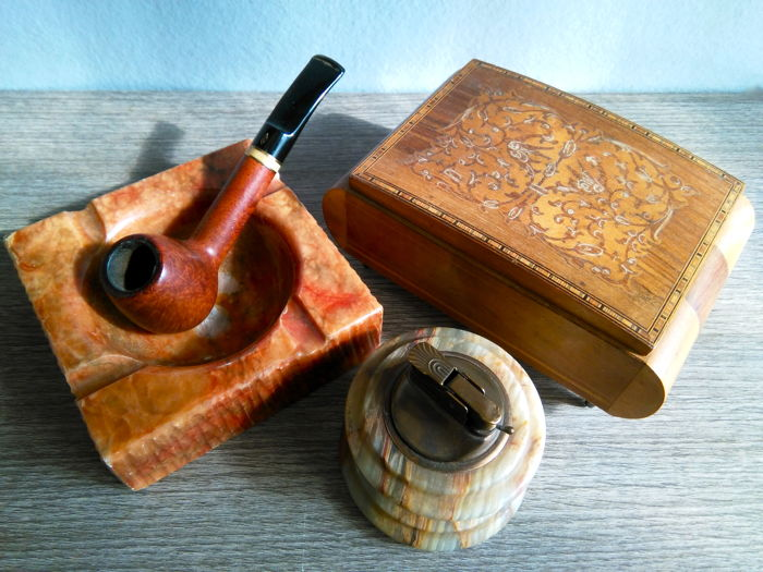 Savinelli pipe of root wood - 2015 - Sorrentino jewellery box made of inlaid wood and hand decorated, 1950 - table lighter and marble ashtray, 1950
