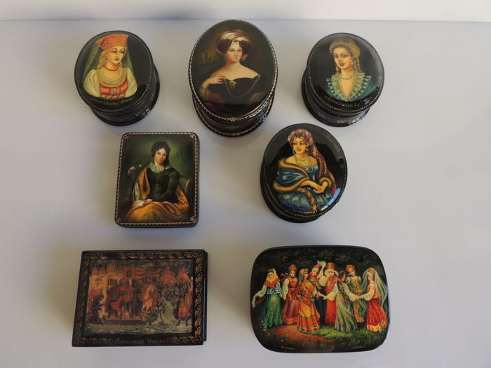 Fedoskino - lot of 7 hand painted boxes - laquered and paper mache - signed - Russia - circa 1990