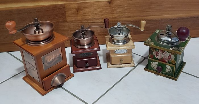 Lot of 4 old coffee grinders