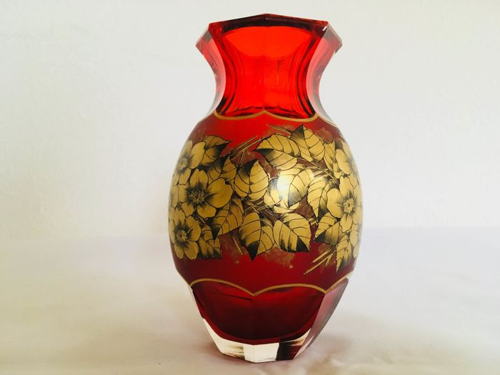 Ruby-red crystal vase with floral decoration