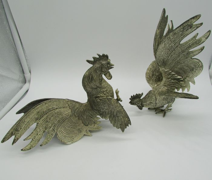 Set of 2 silver metal fighting roosters