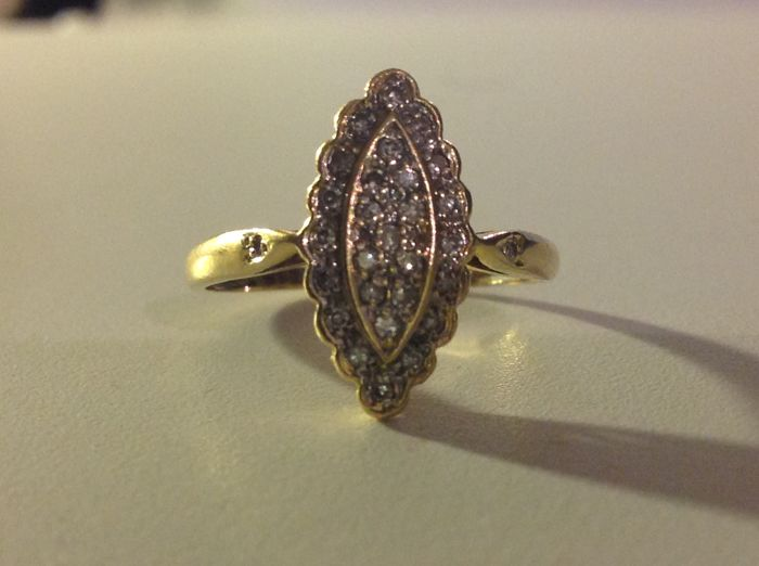 Ring in 18 kt gold and diamonds (NO RESERVE PRICE)