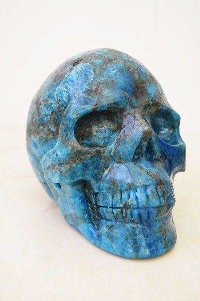 Large Apatite skull - 2537 grams