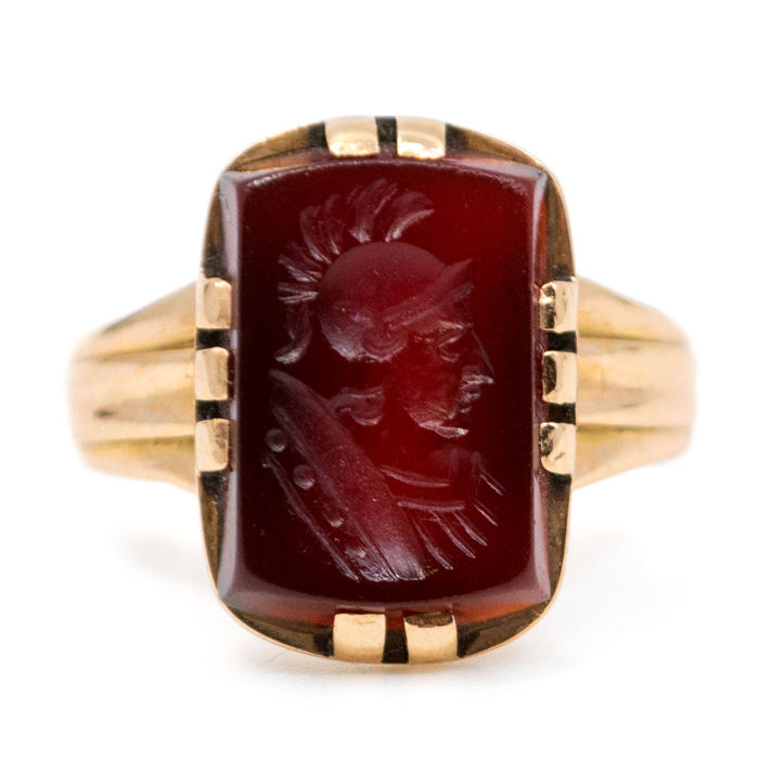 Ring feature Intaglio Carnelian in 18k Gold. 750 Dutch hallmark, ca. 1885-1900