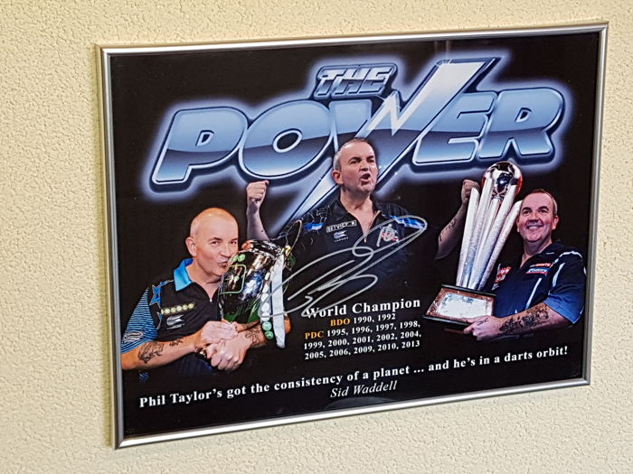 Phil The Power Taylor - big framed photo hand signed (photo proof) by the best dartsplayer ever + 4 hand signed photo's Dutch World Champions (Michael, Barney etc)+ COA
