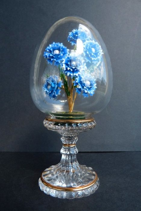 Crystal Flowers - House of Fabergé - Engraved crystal egg, enamel and gold plated finish - Signed - 15 cm
