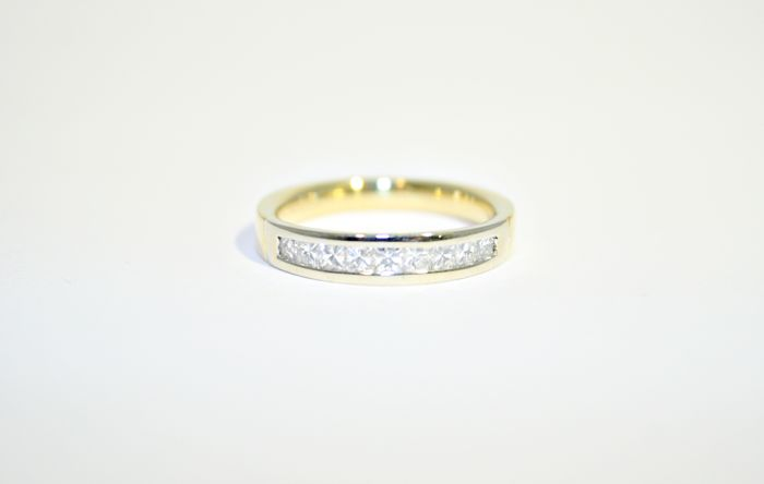 18k Gold Half alliance diamond ring, 0.36 ct total, no reserve