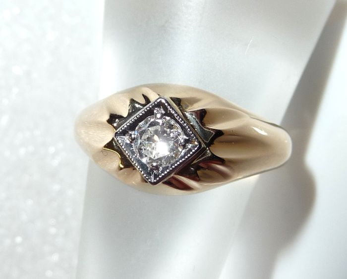 14 kt / 585 gold with 0.28 ct brilliant cut diamond-solitaire, carat weight an engraved, ring size 58 / 18.4 mm, adjustable