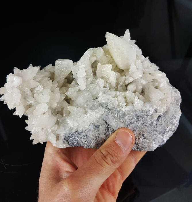 """Large """"dog tooth"""" calcite on matrix - crystals up to 4.5 cm - 16 x 11 x 7 cm  - 1200 g"""