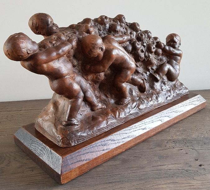 Joseph Witterwulghe (1883-1967) - Terracotta sculpture with toiling putti on oak pedestal - Belgium - early 20th century