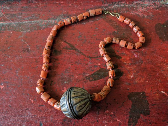 Berber necklace with coral and central sphere from Ethiopia