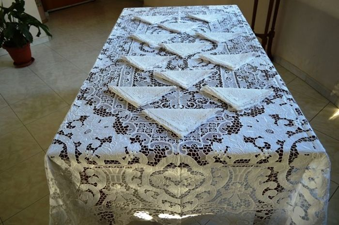 Very valued tablecloth for 12 - 100% pure linen with Venice Burano embroidery - 13 bunches - entirely handmade