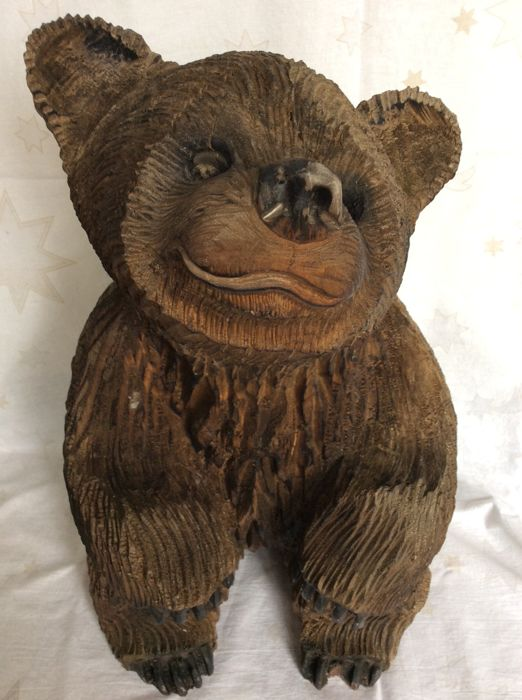 Large wood carving of a bear from 1994 and Loxi signed - possibly Black Forest