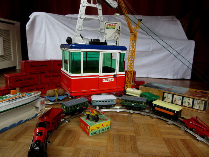 Tin toys Hachette (France) by Hornby (GB), Scale 0 - Lehmann (Germany) cable car - Juguetes Valtoy (Spain) cruise ship - Yone Toys (Japan) circus plane - Kovap Jeráb (Czech Republic) crane