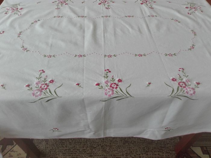 A beautiful hand-embroidered tablecloth, hand embroidery. Without a reserve price
