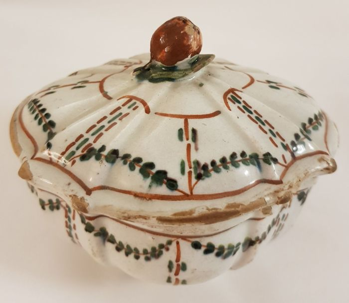 Bassano (Vicenza) – Sugar Bowl, polychrome majolica with garlands and fruit