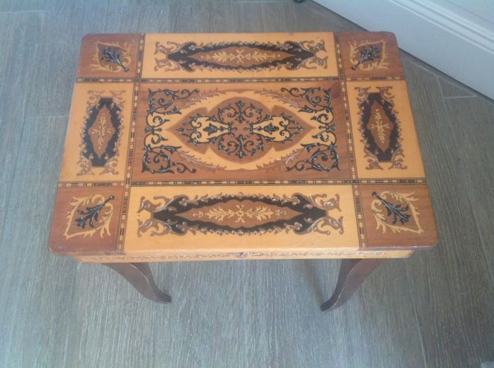 Seamstress table with marquetry with inserted music box - 20th century