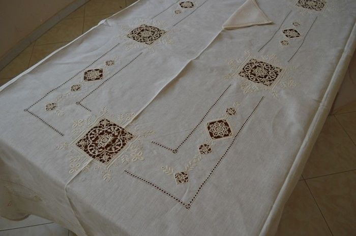 Spectacular!! tablecloth x 12 in 100% pure linen with hand needle stitch embroidery - Linen - AFTER 2000
