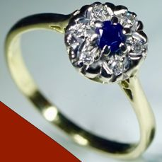 18 kt Yellow gold ring with sapphire (0.35 ct) and brilliant cut diamonds (0.12 ct). Diameter: 16.50 mm. No minimum price.