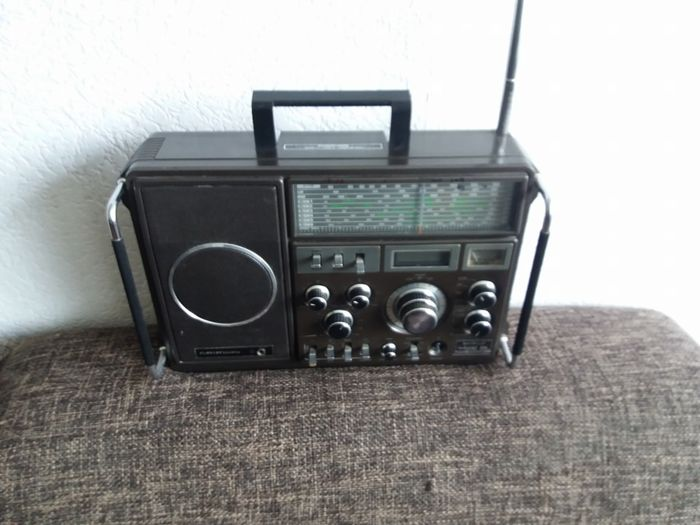 Grundig Satellit 1400 Professional Shortwave Receiver Radio