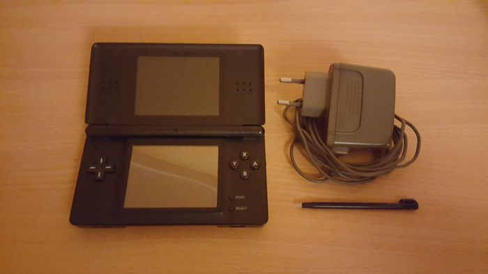 Nintendo DS Lite Console with 3 DS games and 2 3DS games.
