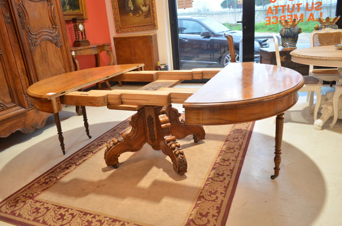 Louis Philippe extendable oval table - walnut - 6 leaves - France - ca. 1830