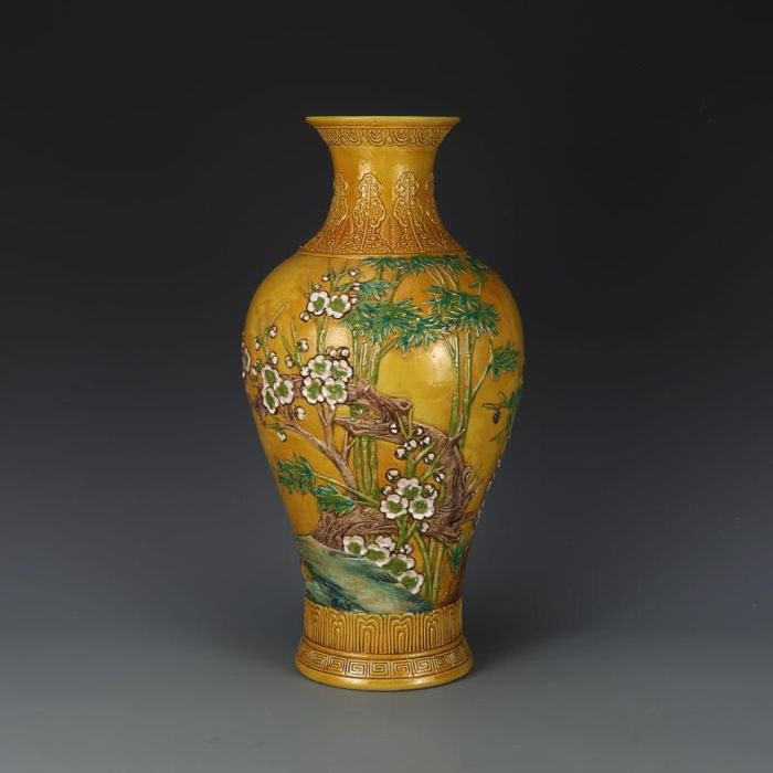A Large Porcelain Yellow Glazed Vase Decorated With Flowers And Birds - China - 2nd half 20th century (43cm)