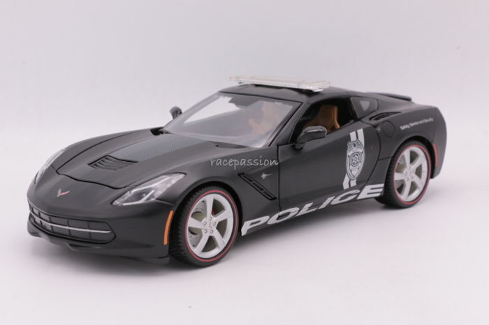 Maisto Premiere Edition - Scale 1/18 - Chevrolette Corvette Stingray 2014 - Colour: Matt Black