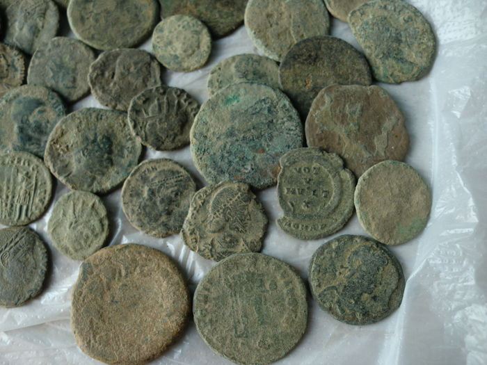 Roman Empire - Lot of 90 uncleaned Roman coins (small sizes