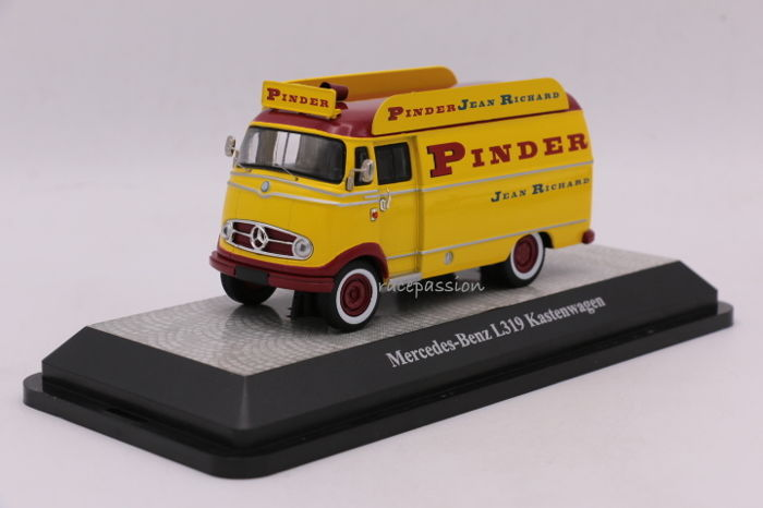 "Premium Classixxs - Scale 1/43 - Mercedes L319  - Bus ""Pinder"" - Limited Edition"