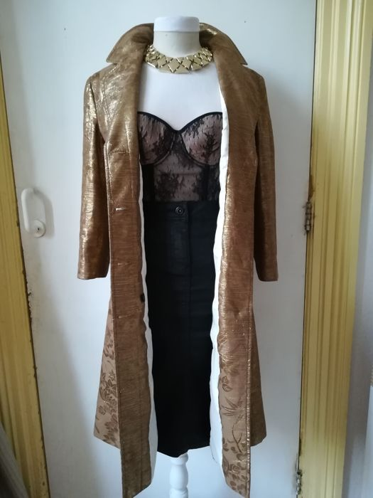 75311ae915b1 Dolce   Gabbana - Exclusive gold-tone trench coat - Catawiki