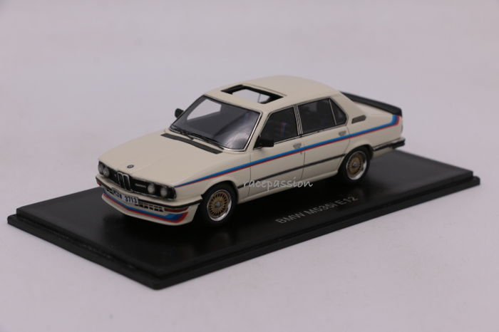 Neo Scale Models - Scale 1/43 - BMW M53i (E12) - Colour: White