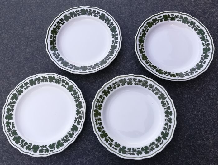 Vier Meissen borden - green vine leaves