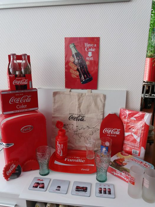 Coca Cola Gifts >> 25 Coca Cola Items Including Cooler In Refrigerator Shape Cola