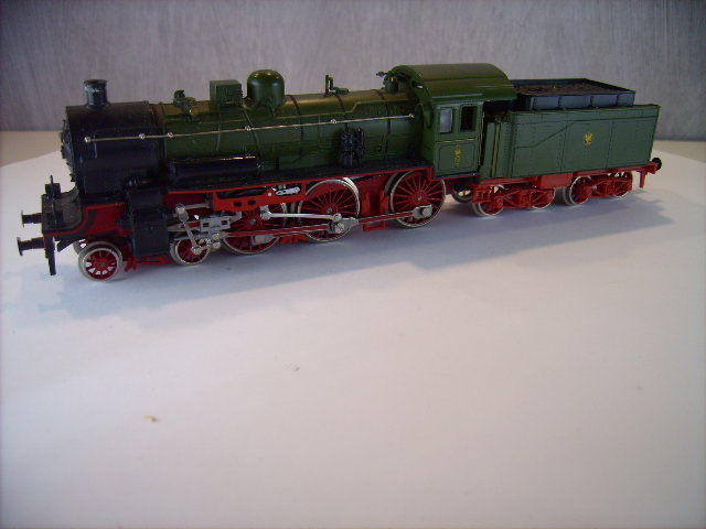 Liliput H0 - 102 90 - Steam locomotive with tender - P8 - KPEV