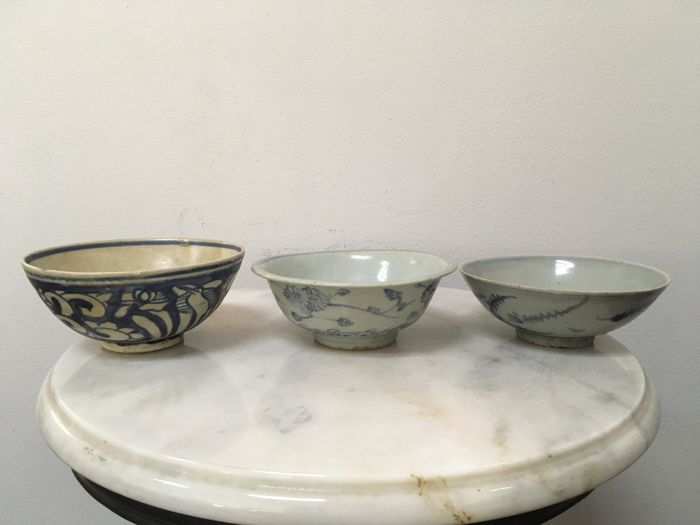 3 Porcelain B/W Bowls. China - Ming dynasty, 17th century.