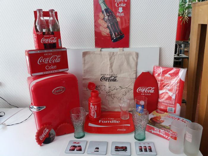 Coca Cola Gifts >> 25 Coca Cola Items Including Cooler In Refrigerator Shape