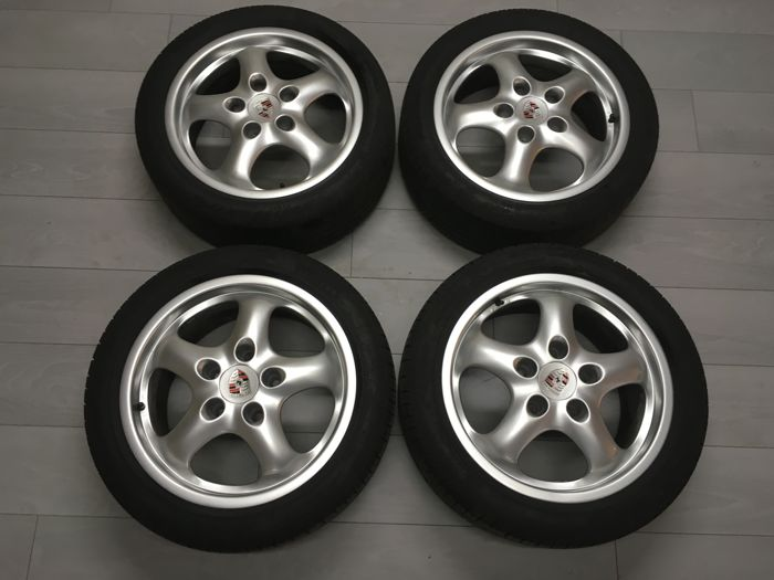 Set of Porsche 993 rims and tyres