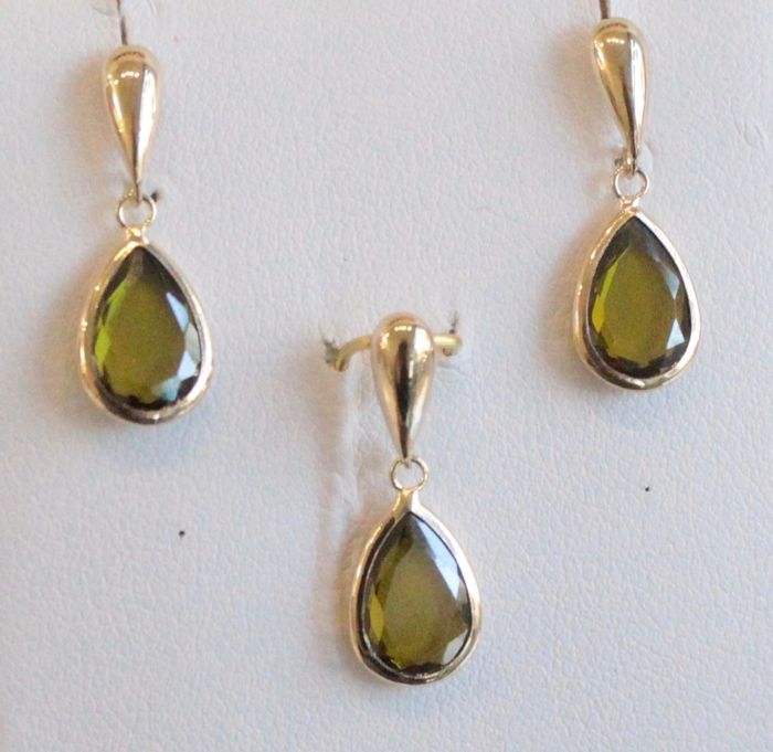 14 kt yellow gold earrings and pendant set with peridot, size: 7 x 20 mm