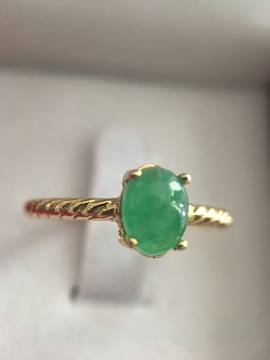 New collection ring - 18 kt yellow gold and natural emerald of 1.20 ct - Ring inner size: 18 mm - No reserve