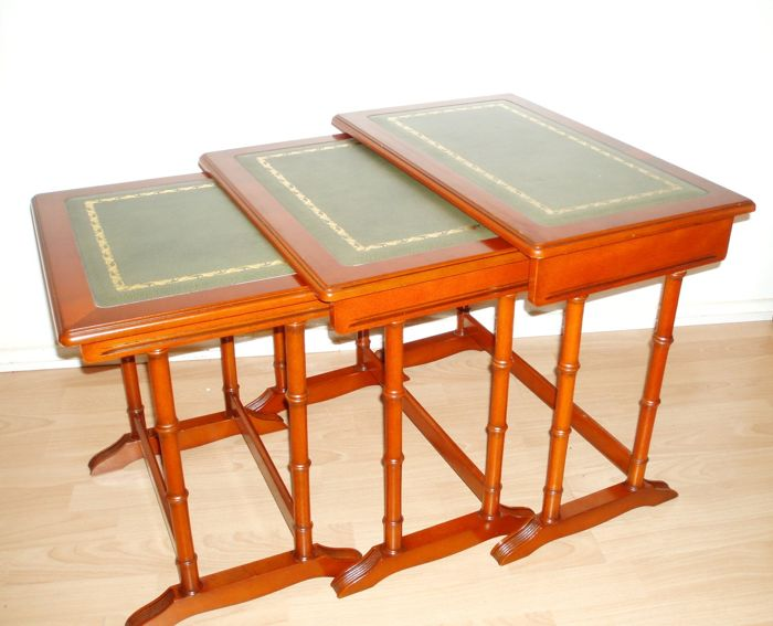 Walnut nesting tables inlaid with leather - circa 2nd half of the 20th century - English lifestyle
