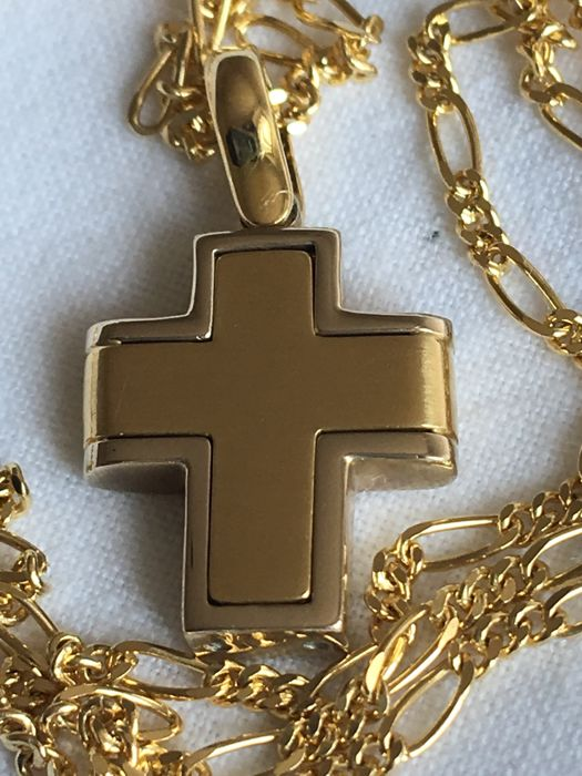 Cross and necklace in 18 kt/750 gold. Made in Italy